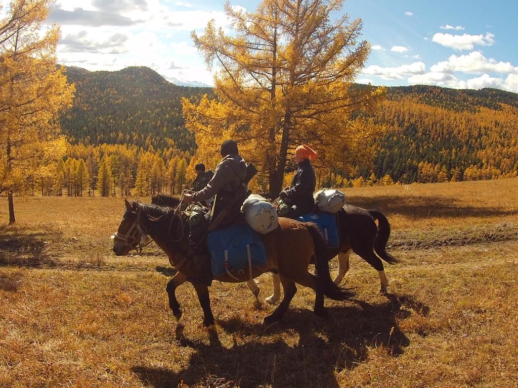 1 день трое на конях.jpg